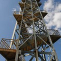 Observation_tower_in_zoo.jpg